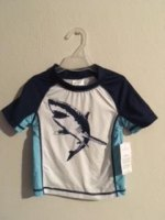 REMERA UV TIBURON marca CARTERS